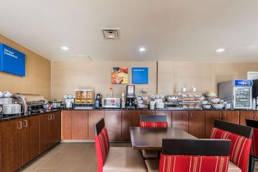 品質套房酒店 - 德頓 - 代頓 - 自助餐