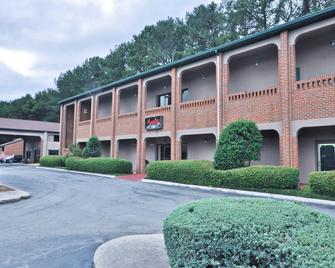 Country Hearth Inn & Suites Marietta - Marietta - Building