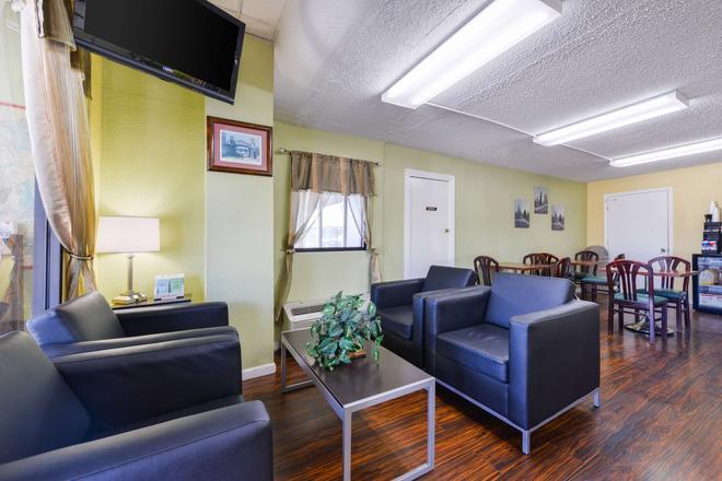 Americas Best Value Inn-Nashville/Airport South - Nashville - Living room