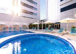 Premier Inn Abu Dhabi Capital Centre - Abú Dhabí - Bazén