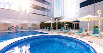 Premier Inn Abu Dhabi Capital Centre - Abu Dhabi - Pool