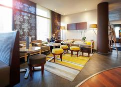 Novotel Suites Clermont-Ferrand Polydome - Clermont-Ferrand - Lounge