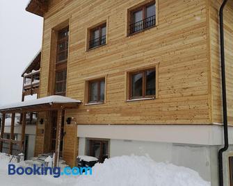 Schneekristall - Aich - Building
