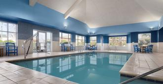 Country Inn & Suites by Radisson, Williamsburg, VA - Williamsburg - Πισίνα