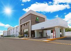 Holiday Inn Express Piedras Negras - Piedras Negras (Zaragoza) - Building