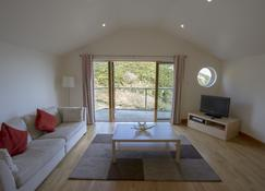 2-Bedroom Self Catering Apartment with Sea views - Trinity - Living room