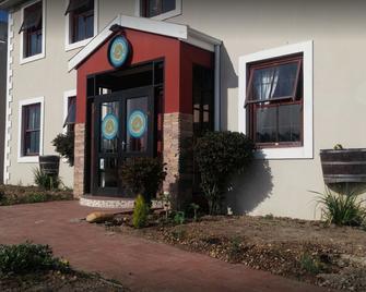 Bread & Barrel Bellville Guesthouse - Bellville - Gebouw