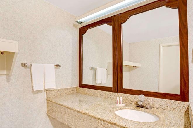 維珍尼亞弗雷德里克斯堡速 8 酒店 - 腓特烈堡 - 弗雷德里克斯堡(弗吉尼亞州) - 浴室