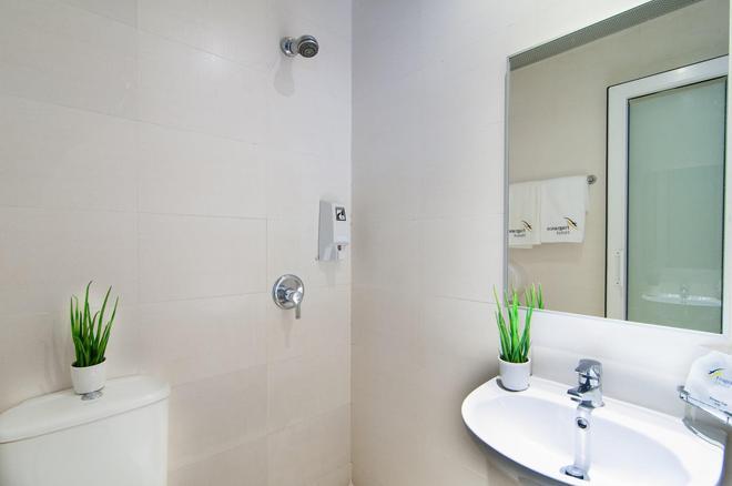 Fragrance Hotel - Kovan - Singapore - Bathroom