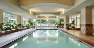 Embassy Suites by Hilton Charleston Airport Convention Ctr - North Charleston - Piscina