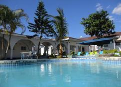 Blue Lagoon Lodge Blantyre - Blantyre - Pool