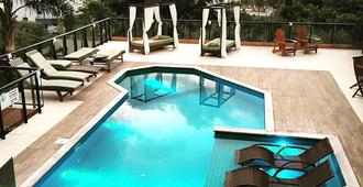 帕爾梅拉斯旅館 - 邦比尼亞斯 - Bombinhas - 游泳池