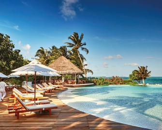 Lux South Ari Atoll Resort & Villas - Маамігілі - Басейн