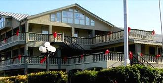 Sunday House Inn And Suites - Fredericksburg - Edificio