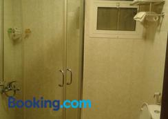 Al Smou Hotel Apartments - Ajman - Bathroom