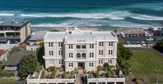 Majestic Mansions - Apartments at St Clair - Dunedin - Building