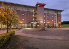Ramada Plaza by Wyndham Wrexham - Wrexham - Building