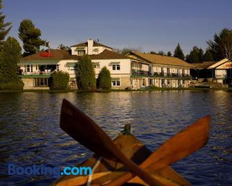Gauthier's Saranac Lake Inn - Saranac Lake - Building