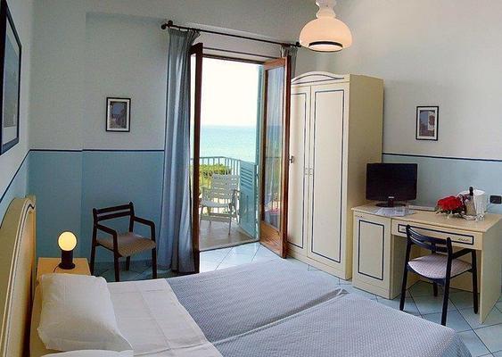 Hotel Tourist - Cefalù - Κρεβατοκάμαρα