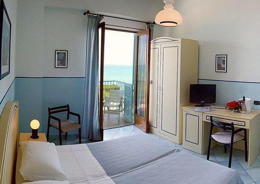 Hotel Tourist - Cefalù - Bedroom
