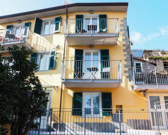 Pietra Di Mare Guest House - Riomaggiore - Building