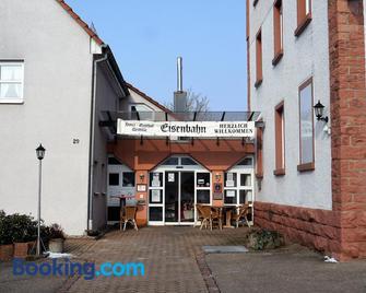 Hotel-Gasthof-Destille-Eisenbahn - Mosbach (Baden-Wurttemberg) - Gebäude