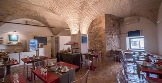 Hotel Sorella Luna - אסיסי - מסעדה