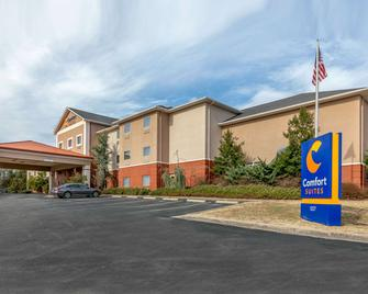 Comfort Suites - Batesville - Building