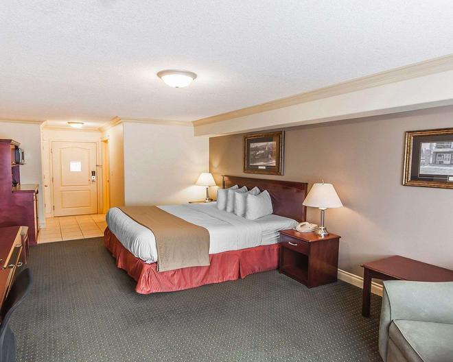 Quality Inn & Suites - Hinton - Bedroom