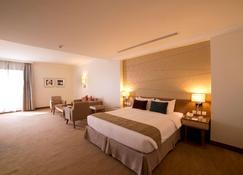 Golden Tulip Dammam Corniche Hotel - Dammam - Bedroom