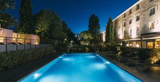 大洋洲艾斯卡勒埃克斯普羅旺斯酒店 - 普羅旺斯地區艾克斯 - 艾克斯普羅旺斯 - 游泳池