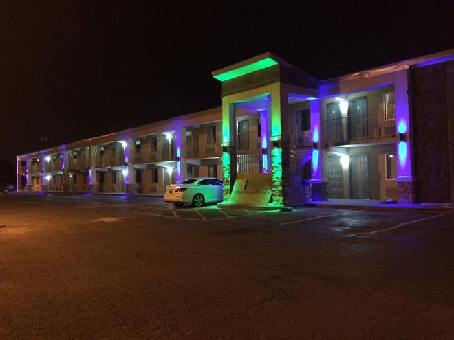 Lotus Inn And Suites - Nashville - Building