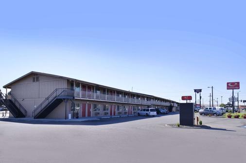 Econo Lodge - Kennewick - Building