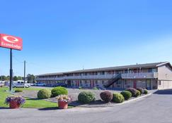 Econo Lodge - Kennewick - Building