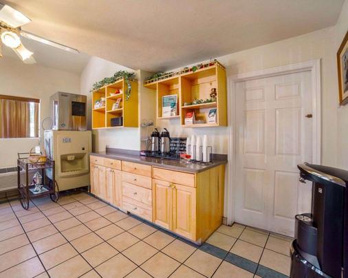 Rodeway Inn - Kanab - Kitchen