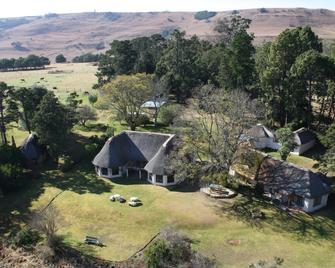 Antbear Drakensberg Lodge - Mooi River - Outdoors view