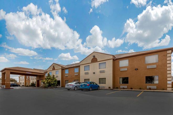Quality Inn West Memphis I-40 - West Memphis - Rakennus