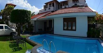Suriya Arana - Negombo - Piscina