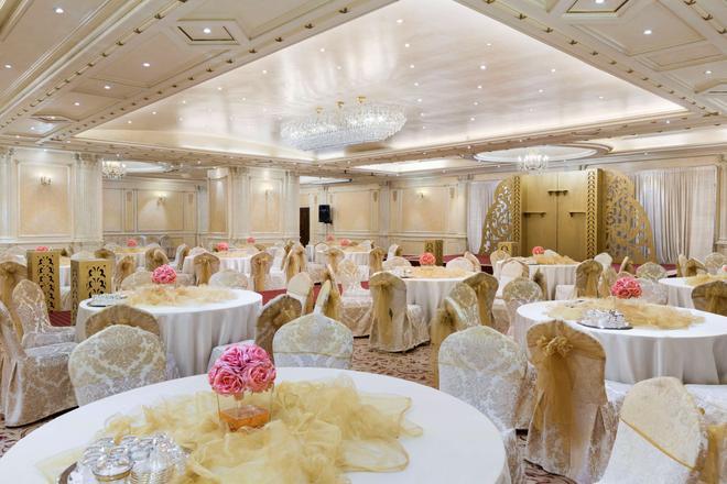 Ramada by Wyndham Continental Jeddah - Jeddah - Banquet hall