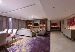 Ramada by Wyndham Continental Jeddah - Jeddah - Lounge
