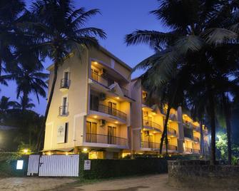 Treehouse Blue Service Apartment - Majorda - Building
