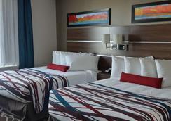 Encore Suites by Service Plus Inns - Grande Prairie - Bedroom