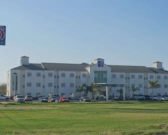 Motel 6 Mission, TX - Mission - Building