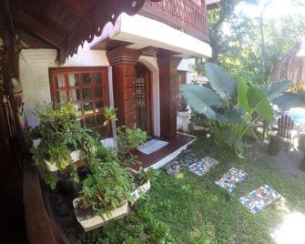 The Lotus Garden - Puerto Viejo de Talamanca - Außenansicht