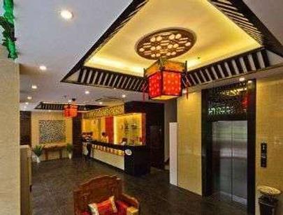 Super 8 by Wyndham Yangzhou Slender West Lake Wen Chang Ge - Yangzhou - Lobby