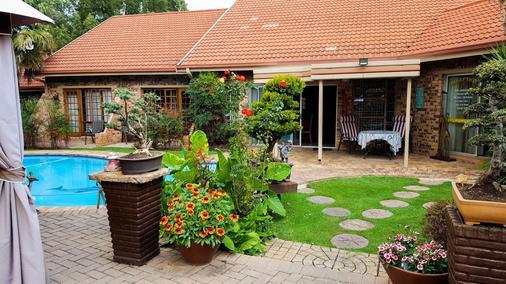 Aark Guest Lodge - Vanderbijlpark - Außenansicht