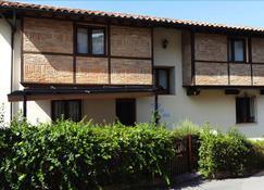 Pasaje San Jorge - Comillas - Building