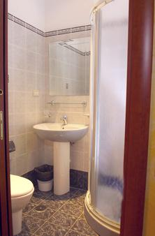 Hotel Kriss - Rome - Bathroom