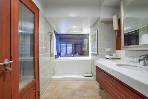Dusit Thani Pattaya - Pattaya - Bathroom
