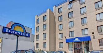 Days Inn by Wyndham Brooklyn - Brooklyn - Edificio